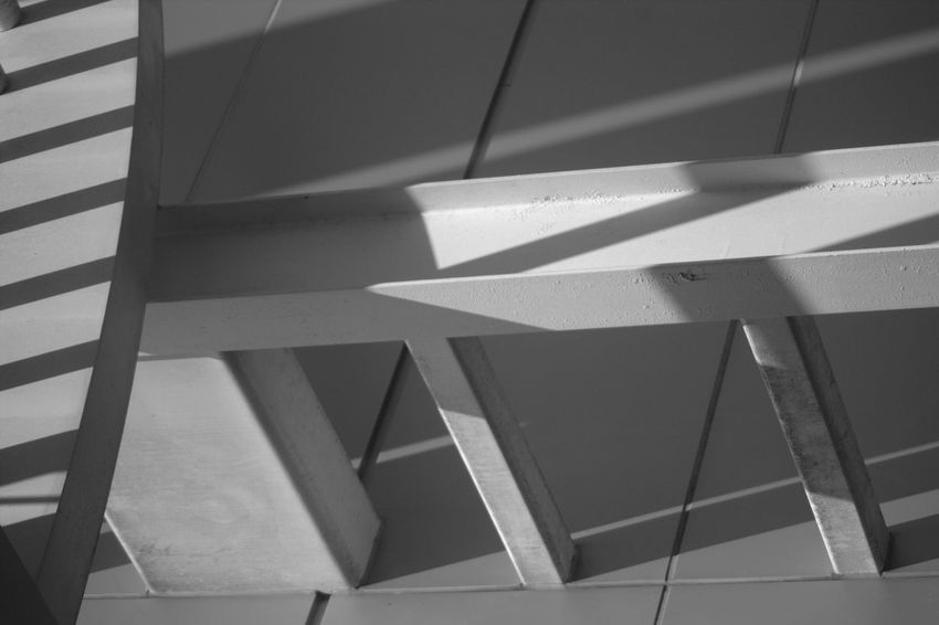 Some exposed beams at the College. Blackandwhite Black And White Streetphoto_bw Streetphoto Streetphotography_bw Taking Photos Light And Shadow