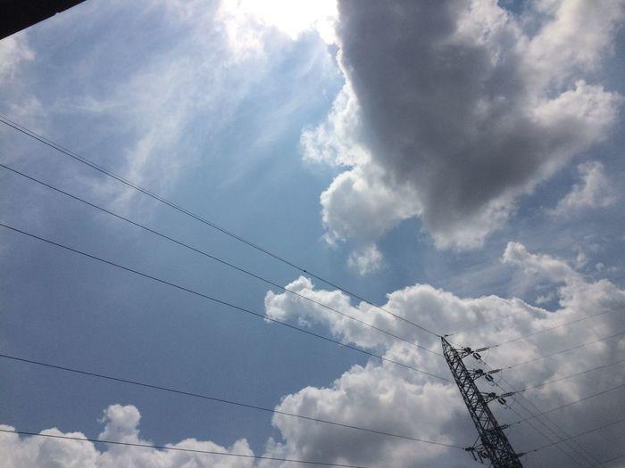 """イマソラ ノンフィルター 雲 鉄塔 電線 まだまだ夏の入道雲ヾ(๑ㆁᗜㆁ๑)ノ"""""""