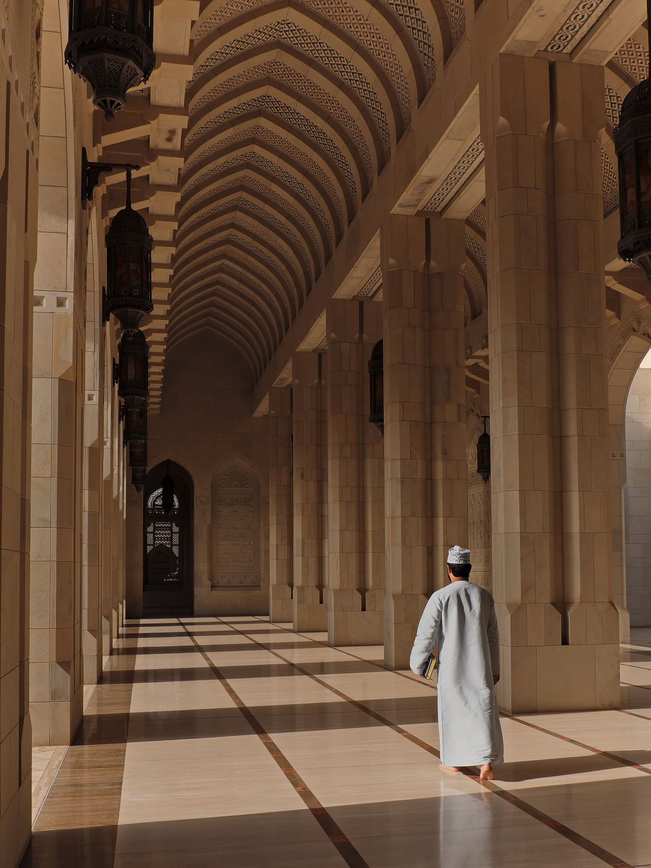 Architectural Column,  Architecture,  Built Structure,  Colonnade,  Corridor