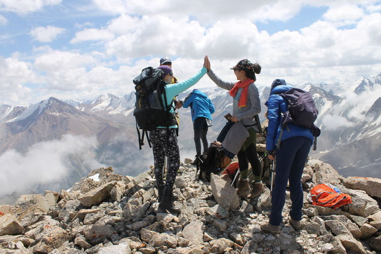 Еще одна + вершина Almatymountains Kazakhstan Women Hiking Hikingadventures Mountains And Sky Activity Day Activity Weekend Activities Mountains And Clouds EyeEm Selects Headwear Friendship Mountain Young Women Sport Men Togetherness Adventure Full Length Extreme Sports Hiker Mountain Climbing