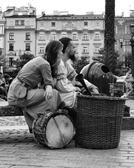 Pause Street Photography Street Photography - EyeEm Awards 2016 Street Photography Street View Photography People People Watching Couple Musician Bnw_collection Bnw Street Blackandwhite Black And White Black & White Blackandwhite Photography Blackandwhitephotography Portrait Bnwportrait