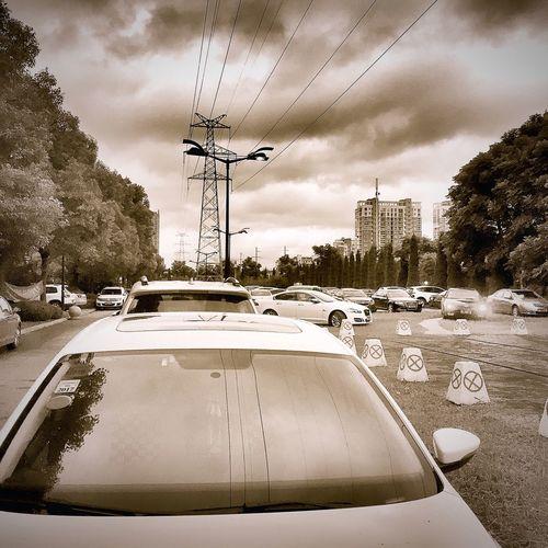 台风吹来飘飘云朵,乌云滚滚也是我心里的云彩。 Light And Shadow Streetphotography Hello World China IPhoneography First Eyeem Photo Hi! City View
