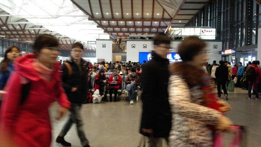 苏州火车站里,大家都在很匆忙着。。。! In The Railway Station In SuzhouFrom my huawei ascend mate7
