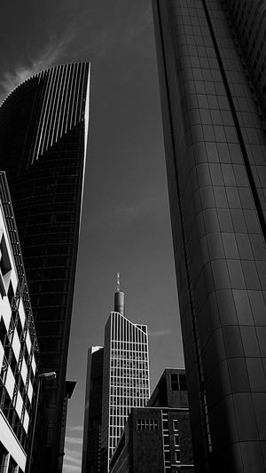 Urban Eye4photography  Streetphoto_bw Fortheloveofblackandwhite Architecture Bw_collection Monochrome Go With The FlowBlack And White Lost In Translation ⭐⭐