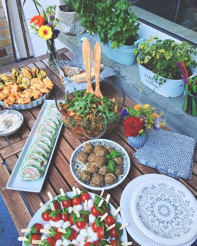 Essen ist fertig! Vorbereitungen für die Gartenparty. 😊 Party Time Friends Dinner With Friends Buffet