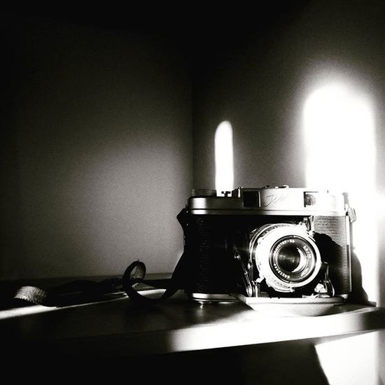 авторскиеоткрытки фотики винтажные_камеры винтаж фотоаппарат минимализм Minimalism Bnw_captures Bnw Bnwfoto Bnw_dark Bnw_life