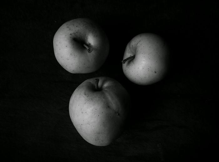 Black And White Black & White Black And White Photography Black And White Collection  Object Photography Objects Of Interest Apple Apple Photography Three Three Apples Little Things Blasted Interior Style Light And Darkness  Light And Shadow PhonePhotography Monochrome Photography