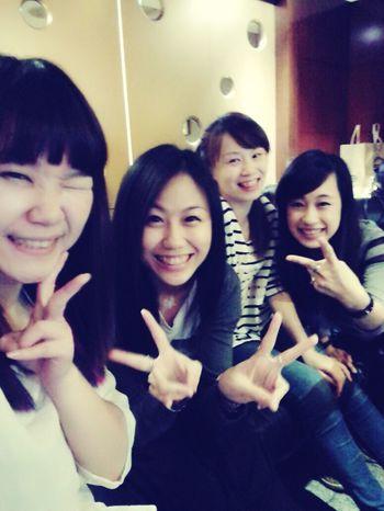 誰會比閨蜜更蜜! Enjoying Life That's Me EyeEm Best Shots Taking Photos Girl Lovelovelove We Are Family Taiwan 哈比151