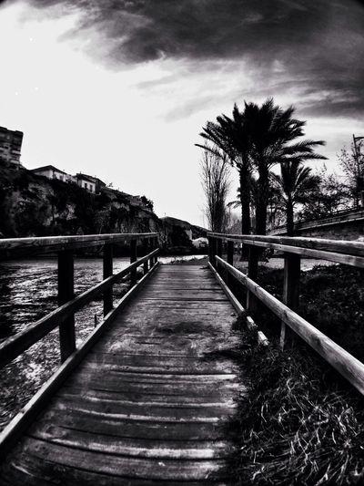Al lado del río