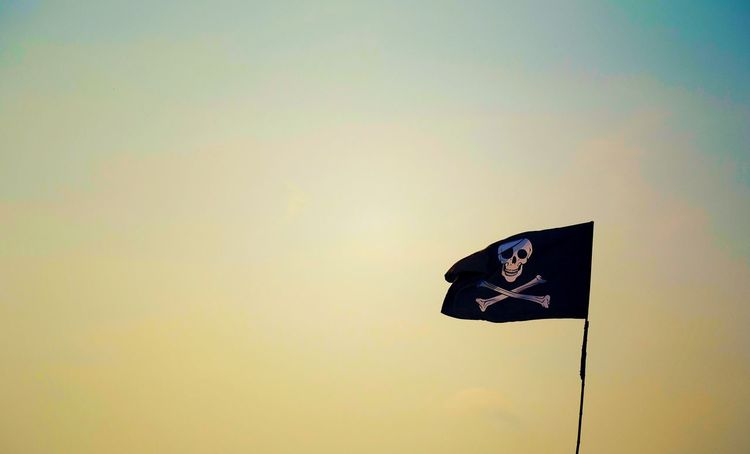 SIMPLY Pirateflag Sunset_captures Beauty In Ordinary Things