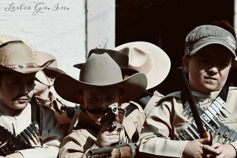 20denoviembre  Pistoleros Pistolas Childrens Niños Mexico RevolucionMexicana Mexico_maravilloso Leslie_Gr_In Streetphotography Street