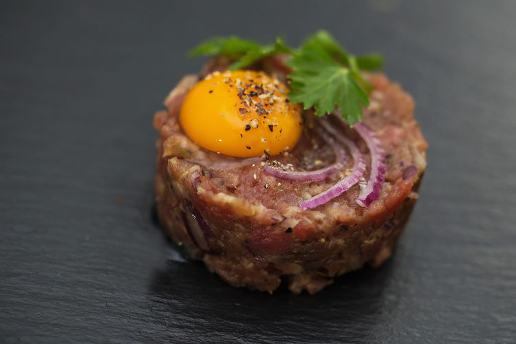 Beef tartar Beef Beeftatar Fleisch Rear Roh Egg Wachtelei Snack Food Food And Drink Fried Breakfast Herb Close-up Ready-to-eat Freshness Food Stories