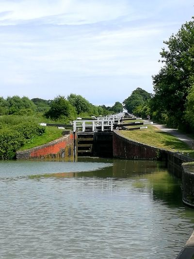 Canal Canals And Waterways Kennet And Avon Canal Wiltshire Devizes Lock Gates Water Tree Sky Cloud - Sky