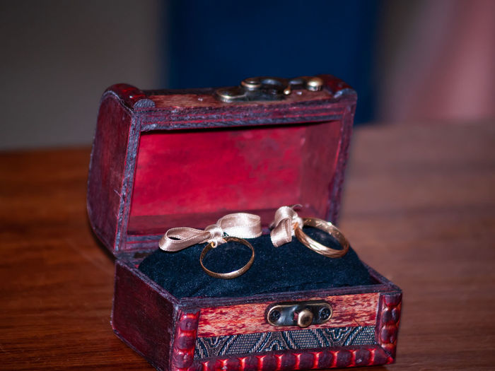 Ring Wedding Wedding Ceremony Jewelry Wedding Ring Rings Married Nuptial Decoration Ceremony Lifestyles Marriage  Jewels Vintage Vintage Style Gold GOLD RING Gift Jewelry Box Table Indoors  Antique Box Still Life Box - Container Close-up No People Container Focus On Foreground Wood - Material Old Necklace History Metal Single Object Personal Accessory