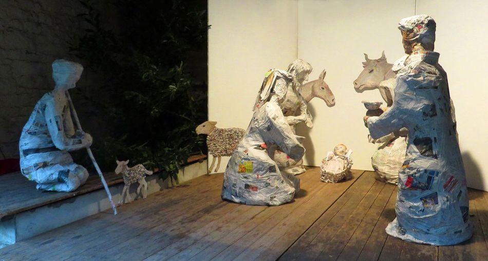 Crèche en papier-journal, grandeur nature Religion Art And Craft Human Representation Nativity Scene Newspaper Christmas Crib  Craftsmanship  Christmas Market