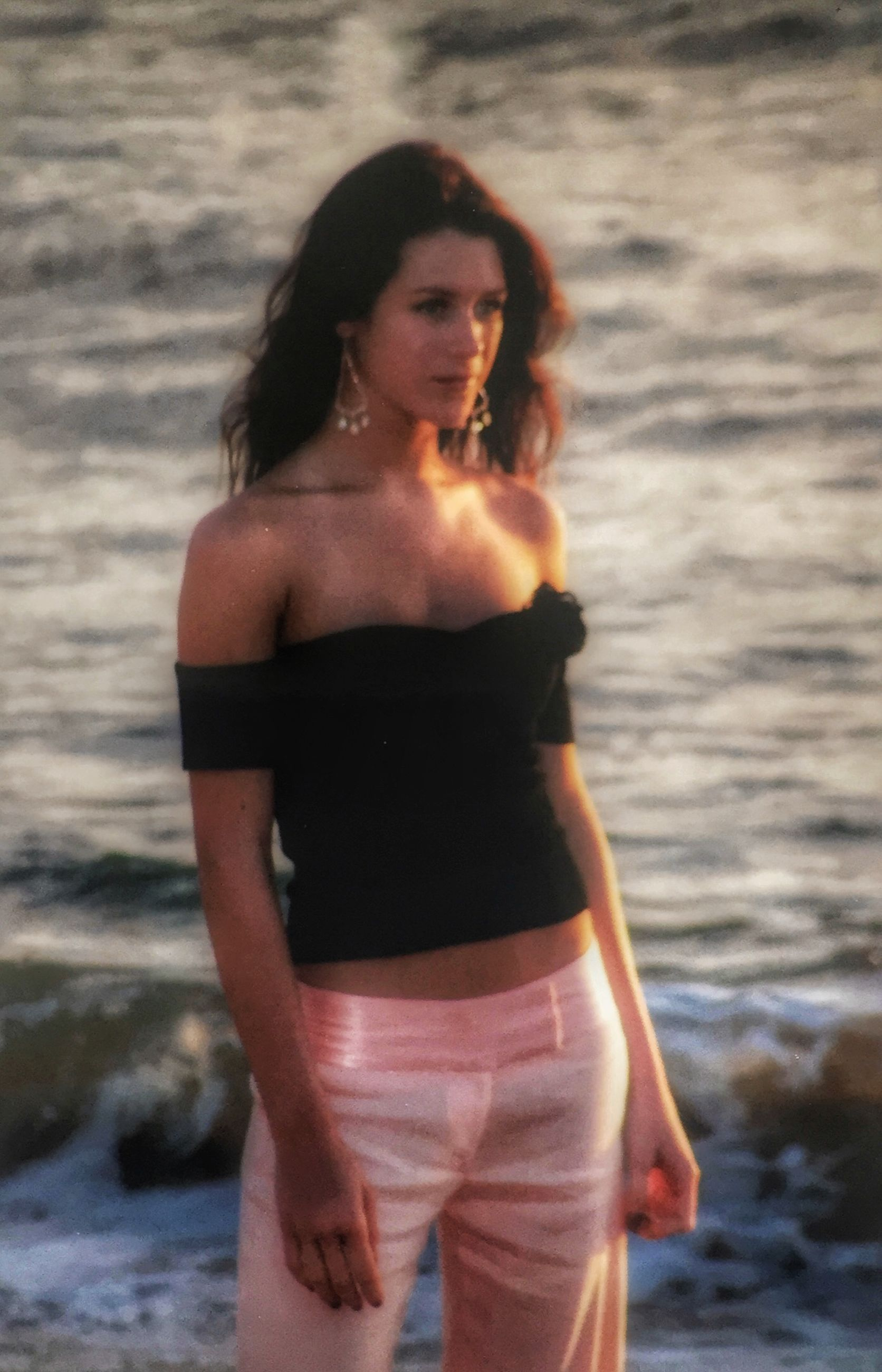 young adult, lifestyles, person, leisure activity, young women, water, casual clothing, looking at camera, standing, portrait, three quarter length, front view, sea, focus on foreground, smiling, happiness, beach