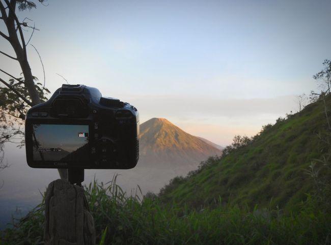Apa yang dilihat mata dan apa yang dilihat lensa sama sama tentang keindahan Blitarian Blitarianindonesia Gunung Sumbing Jawatengah Mountain RedmiNotePhotography Xiaomi Indonesiaituindah