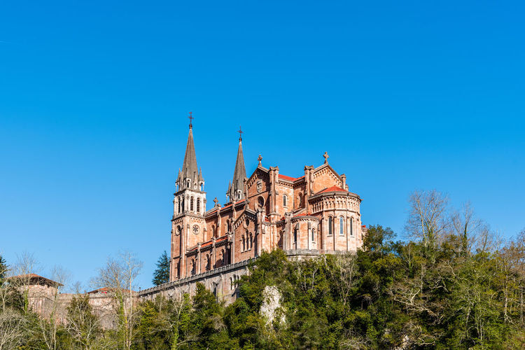 Basilica of Covadonga in Asturias Architecture Day No People Nature Reconquest Covadonga Asturias Asturias Paraiso Natural🌿🌼🌊🌞 SPAIN Europe Pilgrimage Basilica Landmark Church Mountains Sky Built Structure Tree History The Past Plant Building Exterior Clear Sky Building Blue Religion Low Angle View Travel Destinations Outdoors