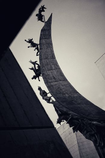 Medellin - sculpture government building Colombia Swinginginaplumtree GovernmentBuilding Medellín Sculpture BW_photography Cultures History Built Structure Architecture No People Low Angle View Sculpture Outdoors Day
