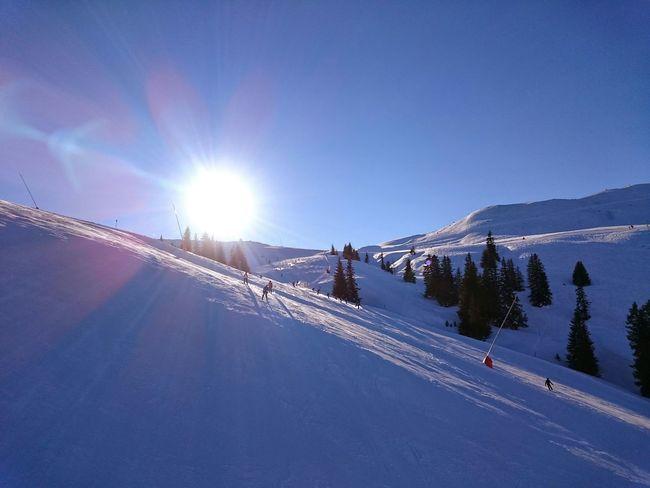 Gigantisches Wetter in den Kitzbüheler Alpen um Ski zu fahren. Skiing Wetter Sonnenschein  Gute Laune Kitzbühel