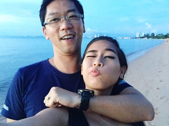 Real People Love Lifestyles Togetherness Looking At Camera Bonding Sky Front View Portrait Two People Sea Young Adult Water Happiness Beach Young Women Outdoors Day Nature