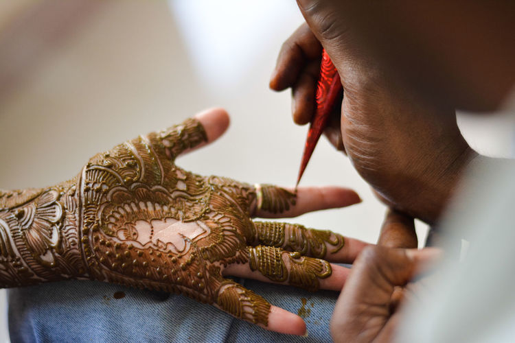 Bridal mehndi by mehndi artist (india) Human Body Art Body Art Religion And Tradition Religion Indian Culture  Handart Indianart Colors India Travel Religious Art Wedding Pre Wedding Photography Pre Wedding Ceremony Hand Mehndi Bride Bridal Mehndi Bridal Photoshoot One Man Only One Person Working Human Body Part People Occupation Indoors  Close-up Fashion Business Stories