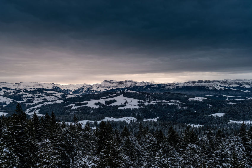 Wintermorgen über dem Emmental mit Stockhorn in der Distanz Beauty In Nature Cloud - Sky Cold Temperature Day Landscape Mountain Mountain Range Nature No People Outdoors Scenics Sky Snow Snowcapped Mountain Sunset Tranquil Scene Tranquility Tree Weather Wilderness Area Winter