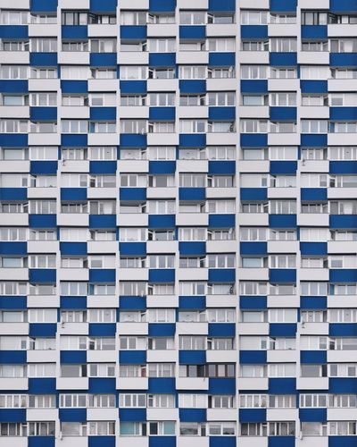 ⏹️︱orderliness Samsungphotography VSCO EyeEm Best Shots EyeEmNewHere First Eyeem Photo The Week on EyeEm Architecture Architecture_collection Façade Minimalism Minimal In A Row Full Frame Blue Large Group Of Objects Backgrounds Retail  Variation No People Day The Graphic City Colour Your Horizn