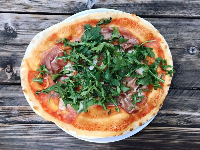 Top View Homemade Food Pizza Ruccola Rucola Food And Drink Food Table Freshness Healthy Eating Directly Above High Angle View Still Life Wood - Material No People Ready-to-eat Pizza Vegetable
