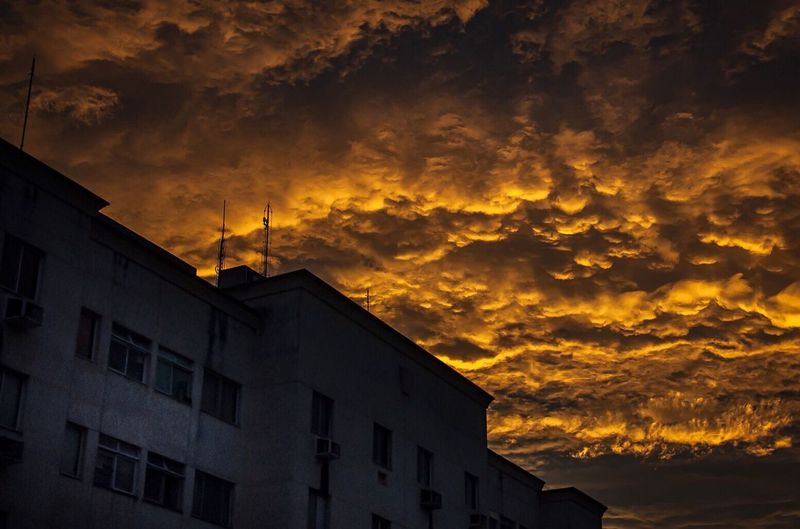 @2016 Jayson Braga Sunset #sun #clouds #skylovers #sky #nature #beautifulinnature #naturalbeauty #photography #landscape Sky Great Atmosphere Picoftheday Urban Places Brasilgreatshot Greatest_shots Photo Photographer Great Photographic Memory Pictures Cute Pictureoftheday Nikonphotography Photooftheday Picturing Individuality Great Day  Sunset_collection Sunset