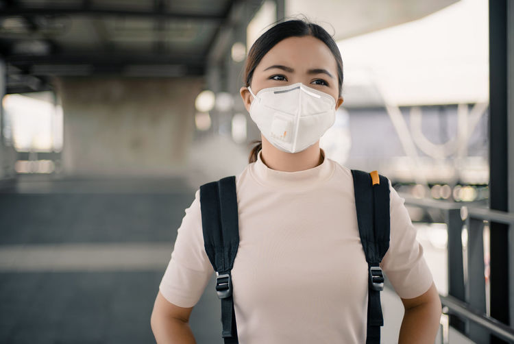 Woman wearing the N95 mask One Person Protection Healthcare And Medicine Protective Mask - Workwear Pollution Mask Air Protective City Flu Health Care Virus Smog Protect Respiratory Wearing N95 MASK Environment Urban Safety Sick Sickness Infection Influenza Epidemic Coldness Road Outdoor Street Industrial Weather Global Toxic Global Warming Ill Illness Filter PM2.5 Cough Mouth Asian  Thailand ASIA Bangkok Bangkok Thailand. Woman Female Cold Surgical Mask