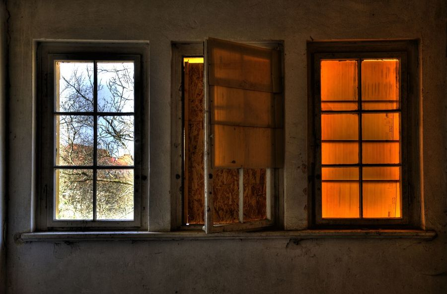 Ausblick Bad Condition Closed Closed Eyes Farbenspiel Fenster Fensterblick  Geschlossen Glass Glass - Material Home Interior House Ruine Ruined Verschlossen View Window