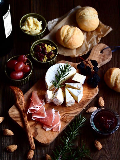 Camembert Cheese Plate Food Art Food Styling Foodie Wine Moments Cheese Cutting Board Directly Above Food Food And Drink Freshness Healthy Eating On The Table Table Variation Wood - Material Food Stories
