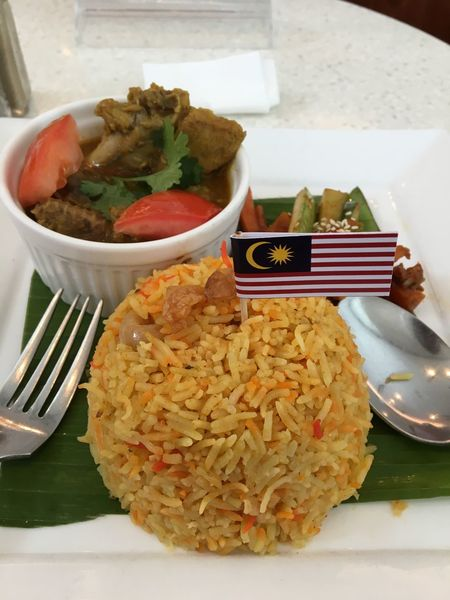 Malaysian Briyani Chicken Masala... Lunch Lunchtime Lunch Break Rice Briyani BriyaniRice BriyaniAyam Malaysia Malaysian Food Food Chicken Masala Chicken Masala Acar Plate Fork And Spoon Delicious Flag Food Stories