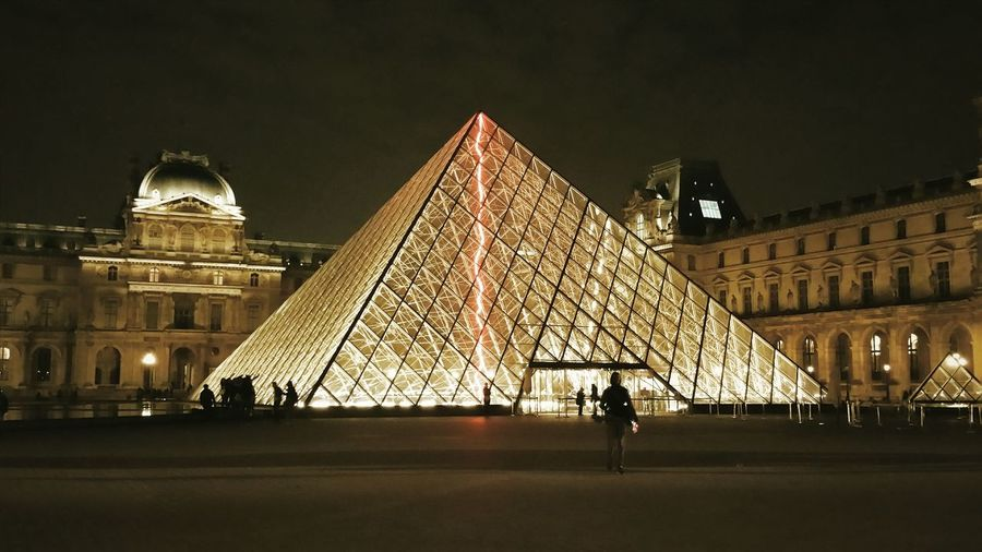 TakeoverContrast The Color Of Technology Battle Of The Cities Le Louvre Paris Le Louvre Paris By Night Paris, France  Paris The Magic Mission Light And Shadows Lightning Bolt Artifical Lightning
