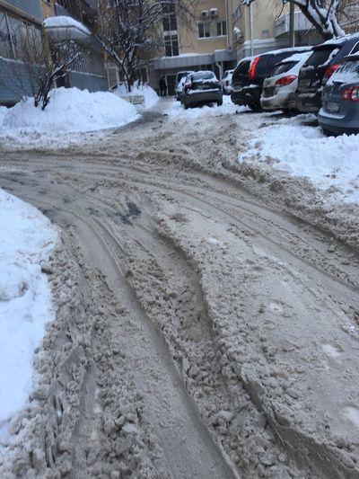 двор грязь все ужасно когда снег❄ Москва Car Transportation Land Vehicle Snow Cold Temperature Winter Mode Of Transport