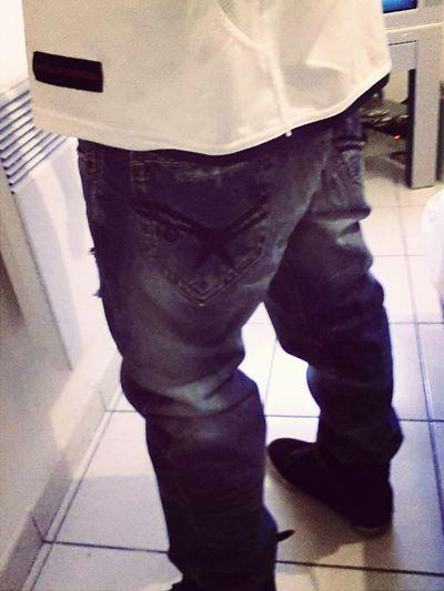 Ce jean je l'ai acheté au také cher mais .. je le met jamais LOGIQUE !! Kaporal