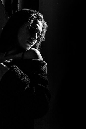 One Person Studio Shot Only Women One Woman Only Women Adult Indoors  People Mujer Modelo