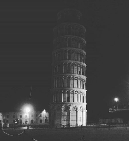 Pisa Leaningtowerofpisa 7wonders Italy Italytrip Nightview Nightout Roaming Traveler Bestvacations