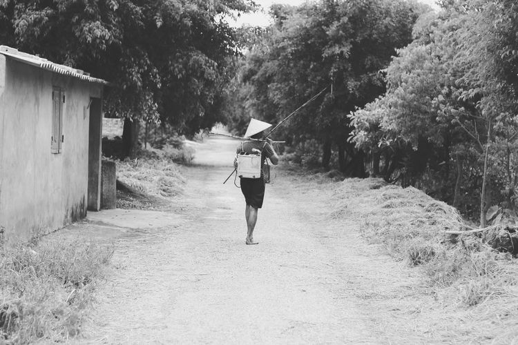 "Minimalistic""are you coming or not?"" Backpacker Shotstory Canon550dphotography Moodygram Greatoutdoor Vietnam Minimalism CanonSG Dailyfeeds Potrait 500px Urbanvibes 19tones Abstract"