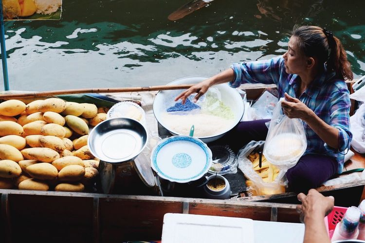 Spotted In Thailand Check This Out mango sticky rice on the water Taking Photos Hello World Enjoying Life EyeEm Gallery Holiday POV Bangkok Eyeem Photography EyeEm Best Edits The Human Condition Everything In Its Place Women Around The World