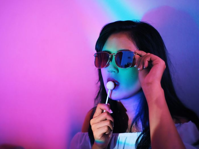 Holding One Person Headshot Portrait Indoors  Front View Women Fashion Lifestyles Real People Sunglasses Glasses Young Adult Drink Pink Color Leisure Activity Young Women Refreshment Focus On Foreground Hairstyle Drinking