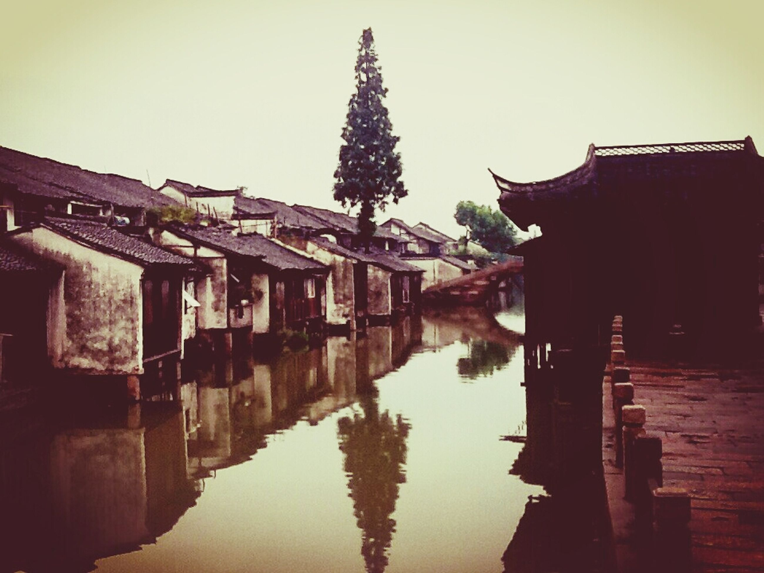 architecture, built structure, building exterior, water, reflection, waterfront, clear sky, house, canal, residential structure, residential building, river, building, sky, outdoors, old, lake, no people, day, standing water