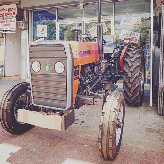 =_= 家電店有拖拉機賣... Car SriLanka Anuradhapura