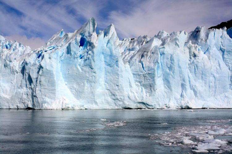 Spectacular glaciers with water reflection