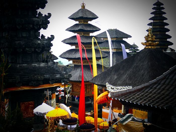 Puma Besakih the Mother Temple Beautyful  LUMIX DMC FZ1000 Unbelievable Views Balinesischer Tempel Bali, Indonesia Bali❤️Love Temple Pura Besakih Mount Agung Balinese Architecture Hindu Temple Hinduism Flags Red Yellow City Place Of Worship Hanging Spirituality Religion Ancient Shrine History Cultures Flag Praying