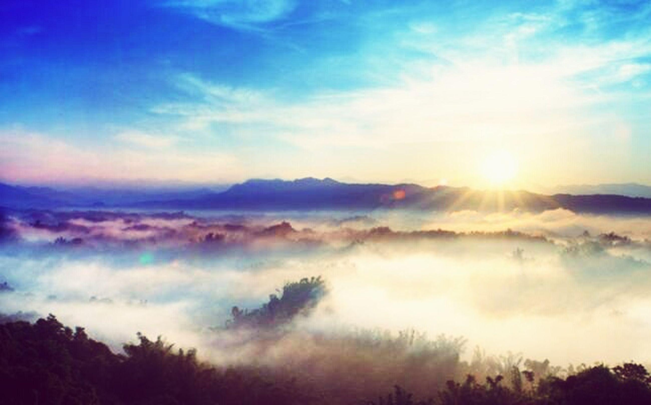 scenics, tranquil scene, beauty in nature, tranquility, mountain, sky, cloud - sky, nature, sunbeam, mountain range, sun, landscape, sunlight, idyllic, cloud, majestic, non-urban scene, weather, outdoors, no people