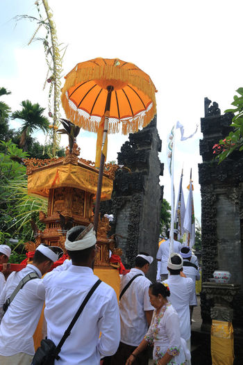 Jakarta March 25 2017 : Every year Hindus held Melasti ceremony, to welcome Nyepi. Melasti is a purification ceremony places of worship of demons. In addition to the offerings, they also hold dances and praises to the gods. Bali, Indonesia Cultural Culture And Tradition Cultures Dancers Flowers Frangipani Hindu Hindu Temple Hinduism Melastiritual Offerings People Place Of Worship Praying Real People Ritual Spirits Spirituality Statue Temples Tradition Traditional Clothing Travel Destinations Travel Photography