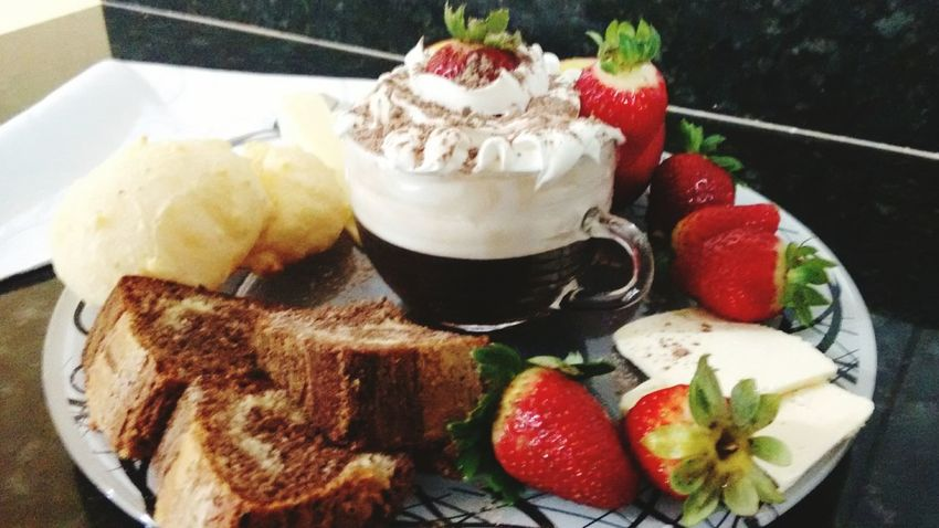 Mealtime Coffee ☕ Coffee And Sweets Coffee Break Coffeelover Coffee Time Coffeebreak♡ World Melhordomundo Pausa Caffe ☕🍰🍎🍓🍴