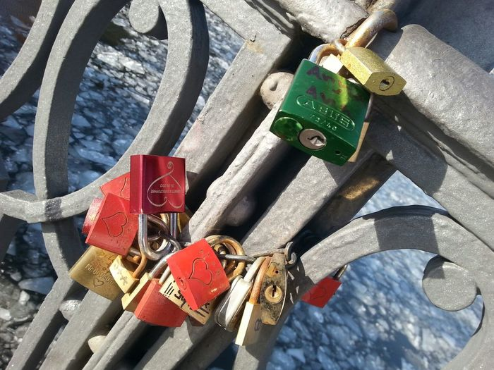Liebes Schlösser. ... PhotoArt By Kitty Fischer Taking Photos Walking Around Enjoying Life Lock Object Photography Outdoors Photograpghy  Together As One Lonely Objects Winter Time Locks Of Love Bridge Details Detailphotography No People